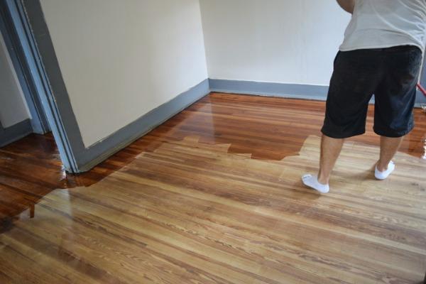 applying polyurethane on floor