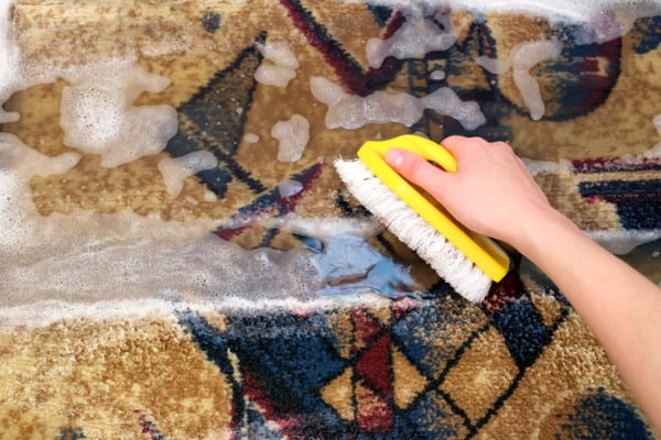 clean-rug-by-hand