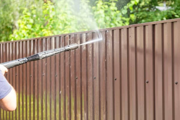 cleaning-fence-with-high-pressure-power-washer-cleaning-dirty-wall