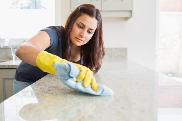 cleaning quartz countertop