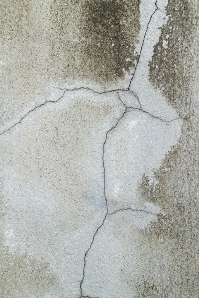 cracked-in-concrete-wall