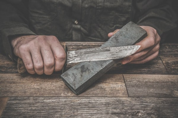 Hand sharpening a knife