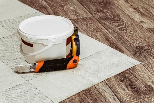 laying linoleum flooring