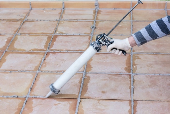 silicone sanded caulk application
